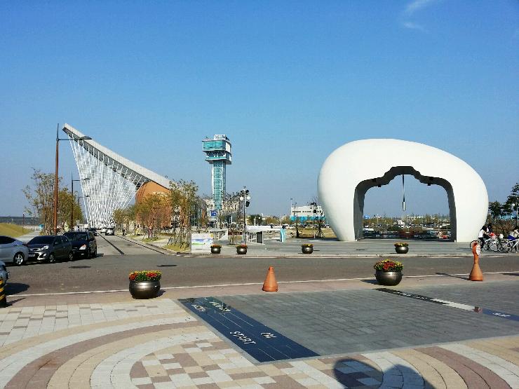 633광장에서 본 정서진 조형물